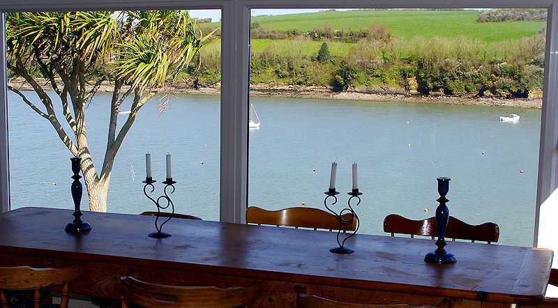 Self Catering in Gillan Creek, Helford Rover Cornwall - time to eat
