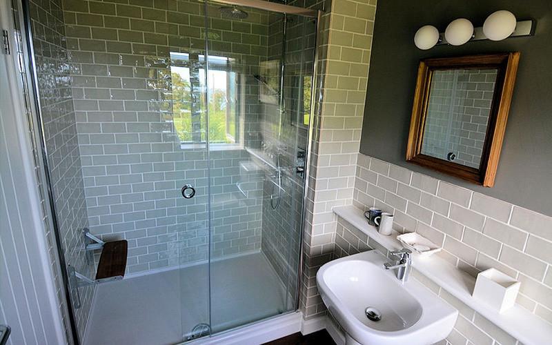 Slopes Cottage bathroom and shower