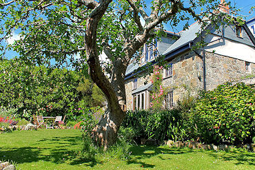 Sea view holiday cottage from Lindford House