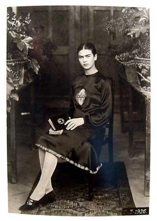 Frida ritratta da Guillermo Kahlo nel 1926