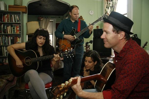 Rick Moody è anche un appassionato di musica, e suona folk