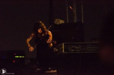 La violinista dei Godspeed You! Black Emperor a Zanne - Foto Seppino Di Trana