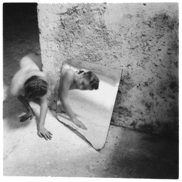 francesca-woodman-self-deceit-1-rome-italy-1978