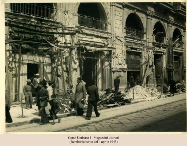 Napoli_1943,_Corso_Umberto,_negozi