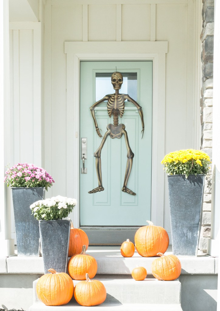 halloween-tour-front-door