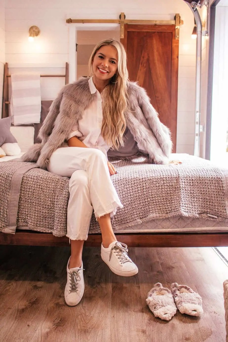 white sneaker outfit inspo