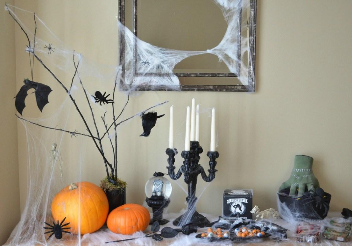 Halloween sideboards sweet table