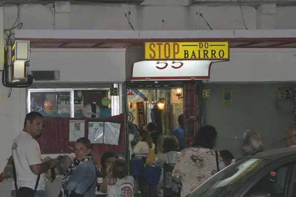 La façade du restaurant Stop do Bairro à Campo de Ourique