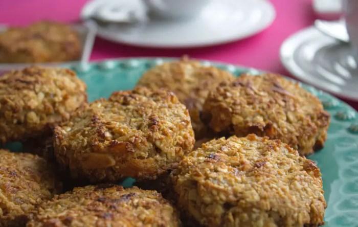 Biscuits vegan aux abricots, amandes, coco, bananes et avoine