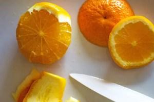 Peler l'orange à vif