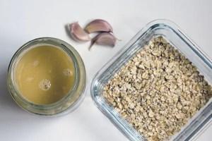 Crème de sésame, ail et flocons d'avoine