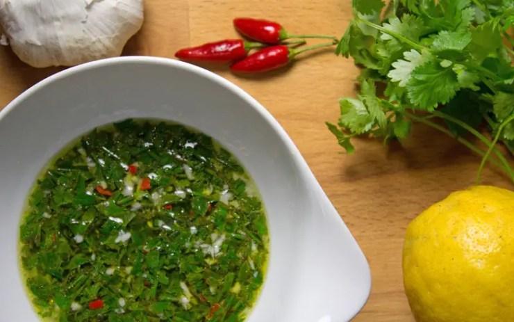 sauce pour poisson aux herbes et piment