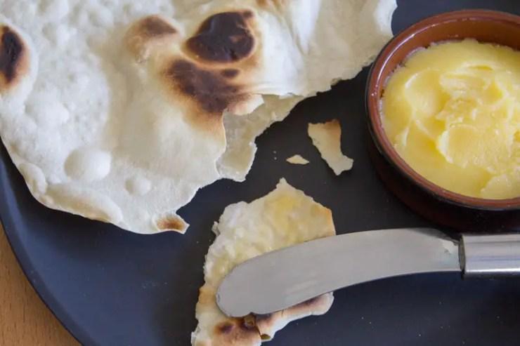 Chapati indiano na chapa e ghee