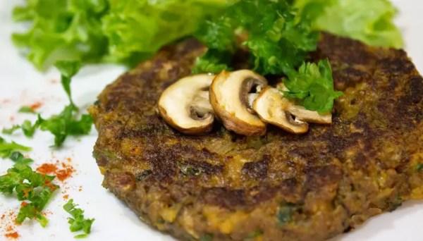 Burger aux champignons, soja texturé et noix