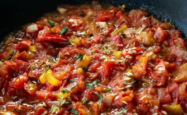 Compotée de tomates et poivrons mijotés au wok