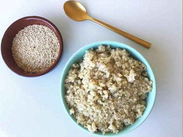 Graines de quinoa crues et cuites