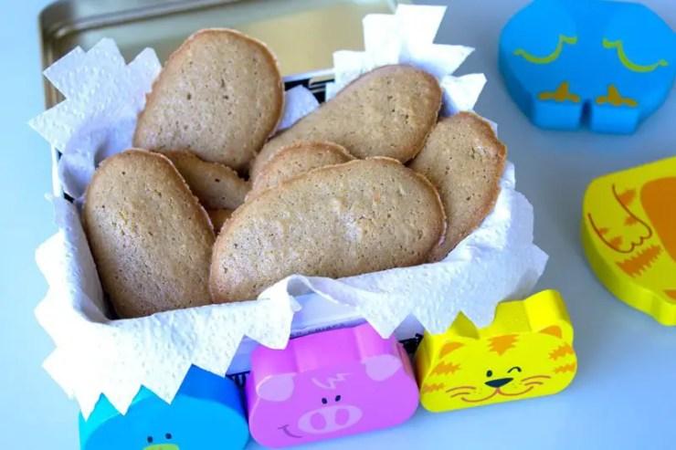 Petits biscuits bio pour bébés avec des jeux.