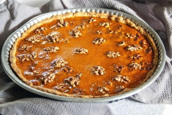 Tarte rustique au potimarron et aux noix dans son moule