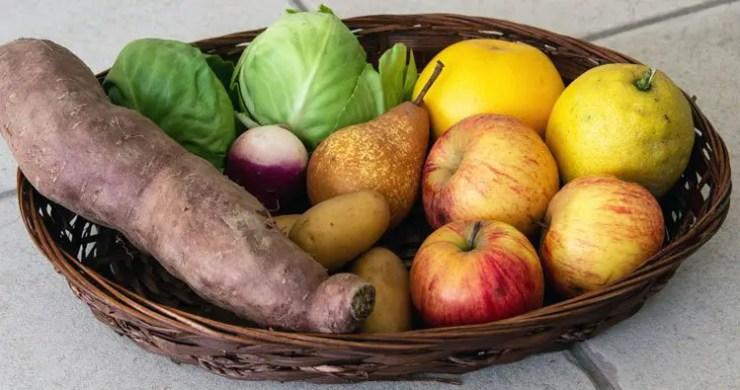 Panier de fruits et légumes biologiques