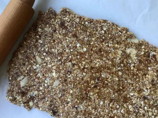Étaler la pâte de fruits secs