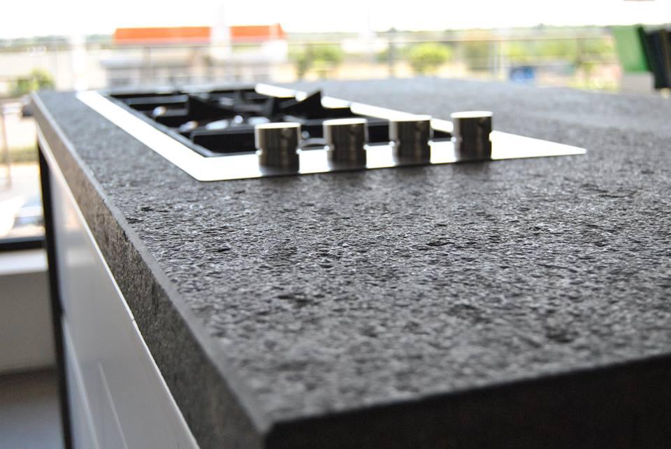 Quale piano di lavoro in cucina top in marmo o granito lineatre kucita gli esperti dell - Piano cucina in granito ...