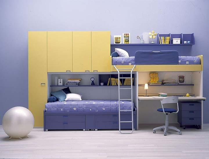 cameretta-con-letto-a-castello-con-scrivania-e-armadio-a-ponte