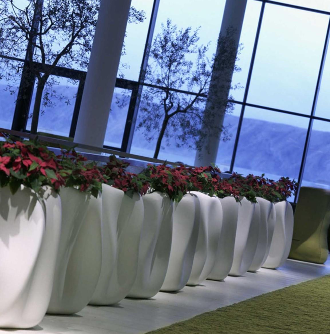 Dal design raffinato e al tempo stesso moderno, questi vasi risultano molto versatili in quanto capaci di adattarsi ai diversi stili di arredamento. Vendita Vasi Di Design Per Piante A Como Linea Verde