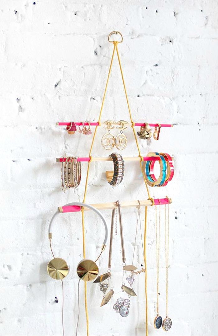 hanging-peg-triangle-jewelry-organizer