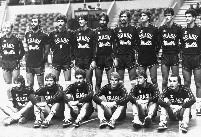 A geração do Prata em Los Angeles, 1984, foi a responsável por suscitar a paixão do brasileiro pelo voleibol. A maior parte deles ainda trabalha no esporte.