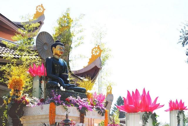 trien-lam-phat-ngoc-in-or-2010-23