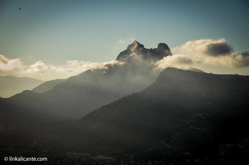 Sierras de Oltà y Bèrnia desde Ifach