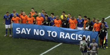 foto articolo razzismo sanzioni stadio