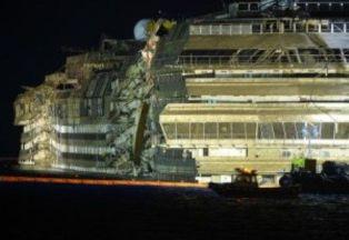 foto articolo demolizione concordia napoli