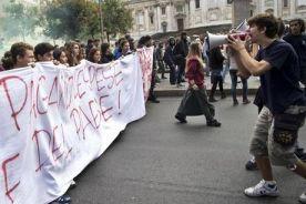 Napoli studenti in piazza aspettando #fiumeinpiena