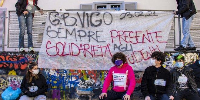 Presidio di solidarietà per gli studenti del Liceo Vico