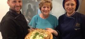 Gusto e solidarietà nell'estate di Ciro Savarese ad Arzano con la pizza Nerano