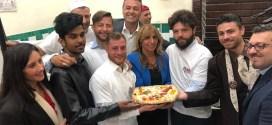 Dallo Sri Lanka a Napoli: la pizzeria Da Michele premia il giovane Pian