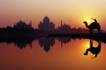 Sunset_over_taj_mahal