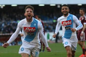 Napoli's Dries Mertens (L) jubilates after scoring the goal during the Italian Serie A soccer match SSC Napoli vs Torino FC at San Paolo stadium in Naples, Italy, 18 December 2016. ANSA/CESARE ABBATE