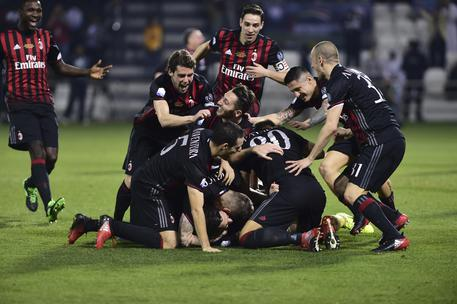 AC Milan players celebrate after winning the the Italian Super Cup soccer match between Juventus and AC Milan, at the Al Sadd Sports Club in Doha, Qatar, Friday, Dec. 23, 2016. (ANSA/AP Photo/Alexandra Panagiotidou) [CopyrightNotice: Copyright 2016 The Associated Press. All rights reserved.]