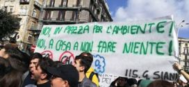 """50.000"" Fridays for future fa tappa anche a Napoli"