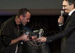 Zerocalcare riceve il premio per il Miglior Fumetto