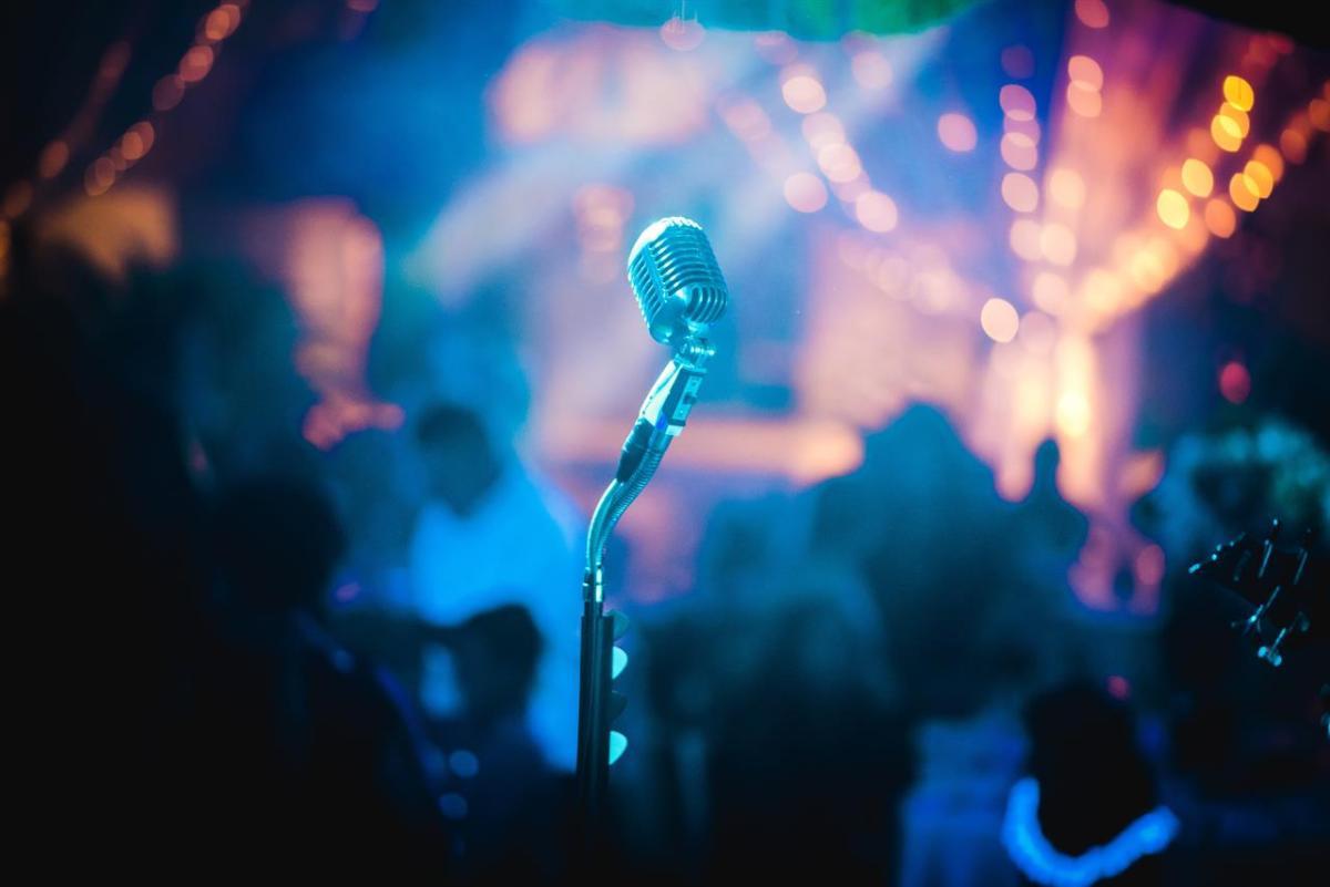 Cosa Organizzare In Un Bar come organizzare un concerto - linkiesta.it