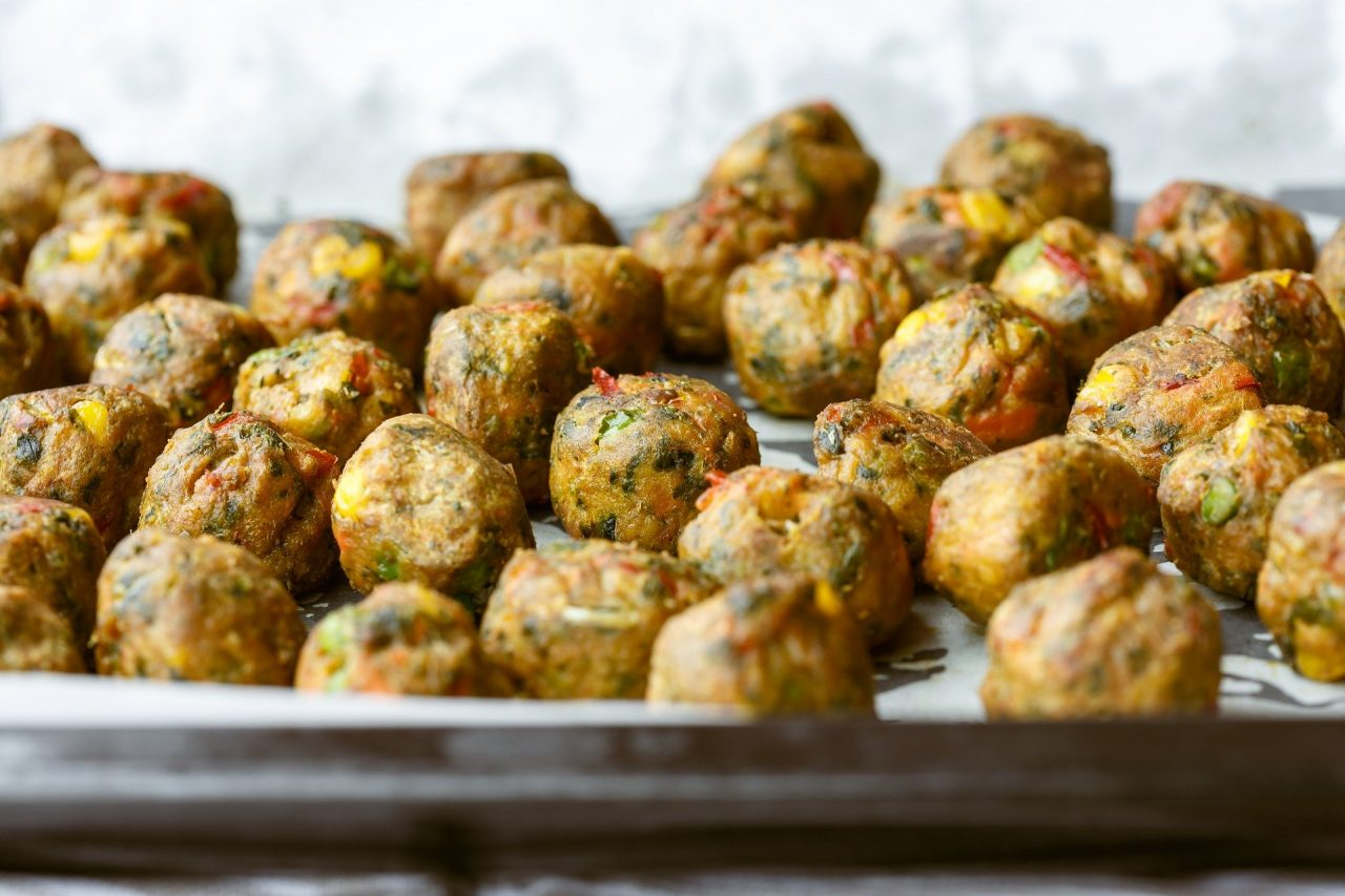 Cosa Cucinare Per Molte Persone storia breve delle polpette e sette ricette per celebrarle