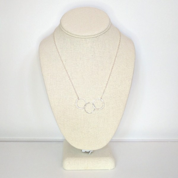 Three interlocking rings necklace