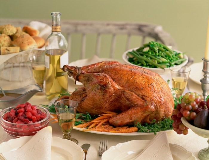 Y tu comerás siempre a mi mesa.  2 Sam 9:7