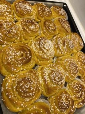 Saffransbullar med vaniljfyllning