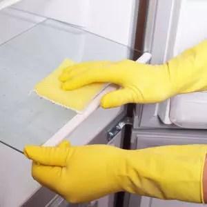 l'eau de javel n'est pas forcément nécessaire pour nettoyer son frigo.