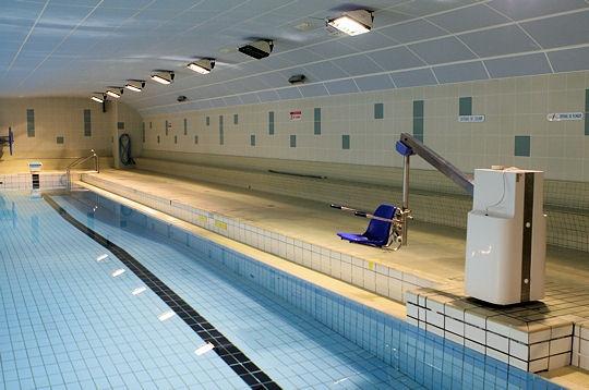Paris  La piscine Jean Taris Ve  Accessible aux handicaps