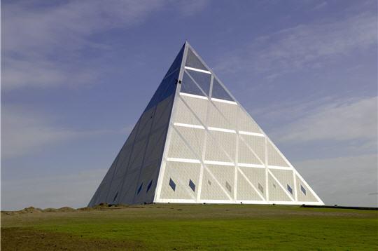 La Pyramide de la paix de Norman Foster au Kazakhstan  matriaux